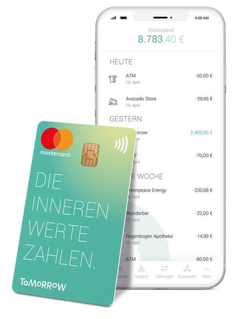 Das Bild zeigt die Tomorrow App auf dem Smartphone sowie eine zugehörige Girokarte
