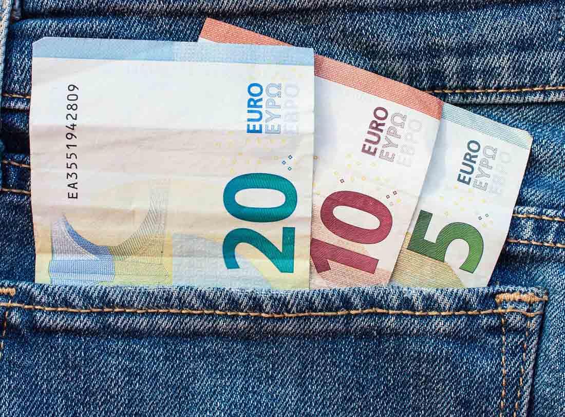 Bargeld in Hosentasche. Bild: pixabay