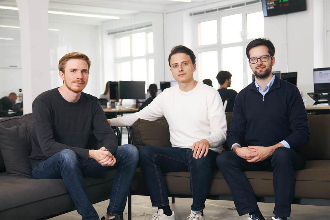 Christian Hecker, Thomas Pischke und Marco Cancellieri – die drei Gründer von Online-Broker Trade Republic in einer Reihe
